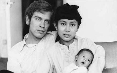 Ba Suu Kyi ben canh chong ong Michael Aris