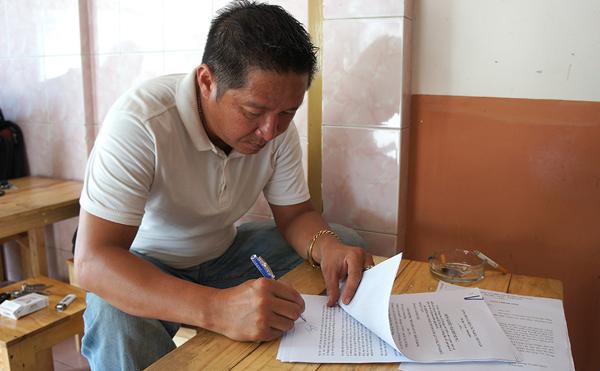 Ông Nguyễn Thanh Dũng kí đơn cầu cứu gửi đến Báo Dân trí