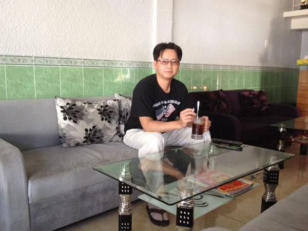 Thanh nien Vietnam tai quan Cafe VN