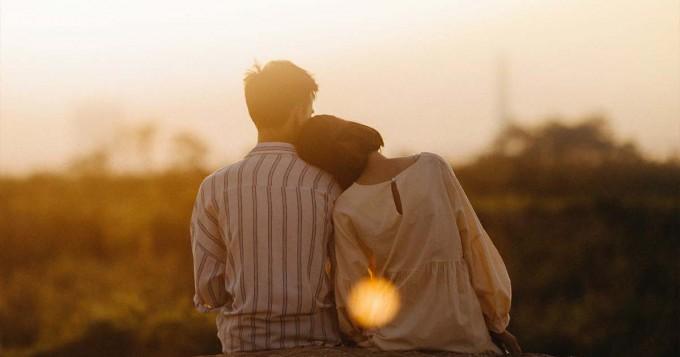 Vì sao con gái trẻ thích hẹn hò và lấy đàn ông lớn tuổi?