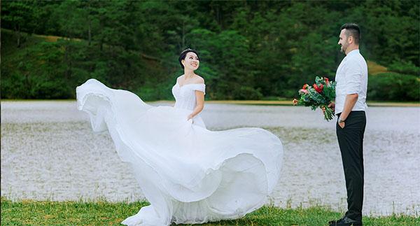 Vietnamese woman Foreign man wedding